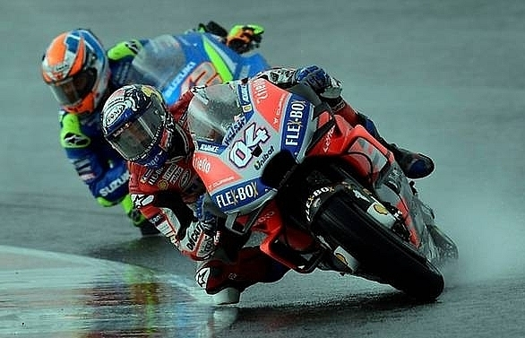 dovizioso wins rain hit valencia gp