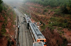 one dead 49 hurt as landslide derails train in spain