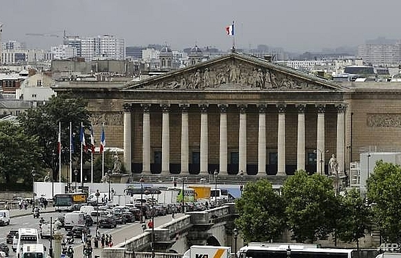 french parliament votes in favour of ban on smacking children