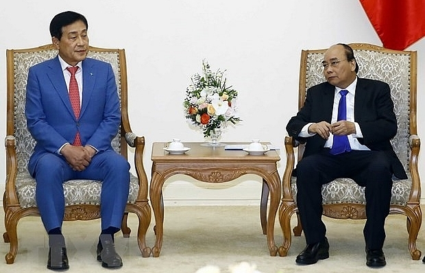 prime minister greets rok financial groups leader