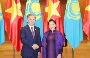 vietnamese kazakhstani top legislators hold talks