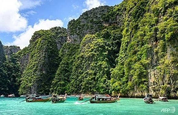french tourist killed taking selfie at thai waterfall