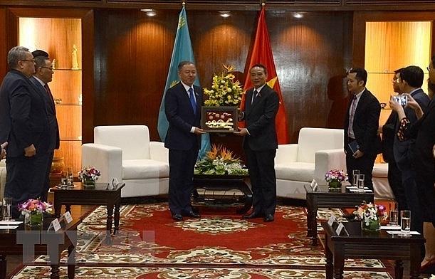 kazakhstani top legislator visits da nang