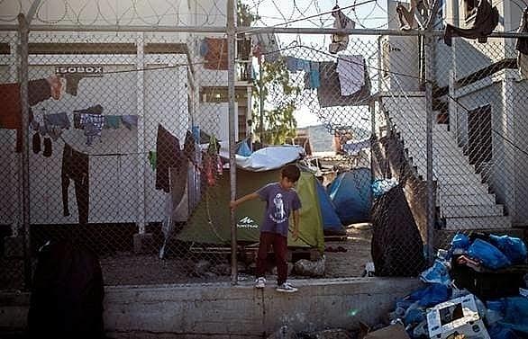 greek pm condemns eu on migrant kids