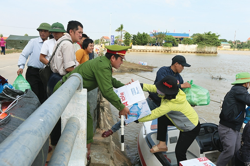 1516 p23 support pours in for flood victims