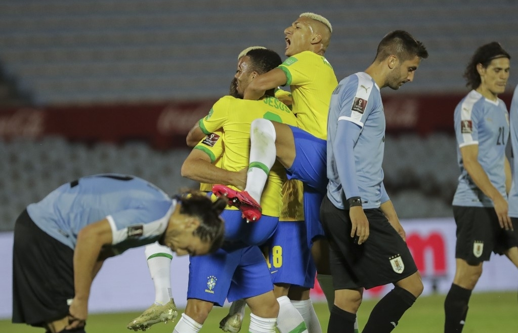 brazil argentina win as uruguays cavani sent off
