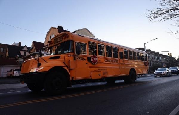 us virus death toll passes 250000 new york closes schools