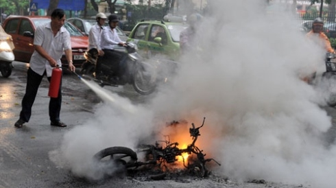 expert blames unqualified gasoline for bike fires