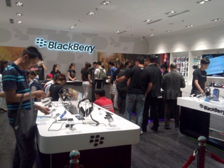 first dedicated blackberry lifestyle store open in vietnam
