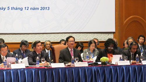 pm pushes for stronger economic restructuring