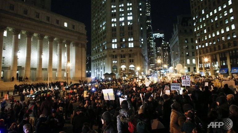 Over 1,500 in fresh New York race protests