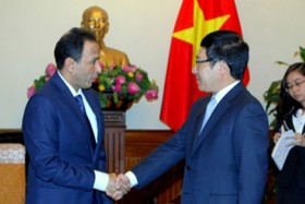 deputy pm minh receives uae chilean ambassadors