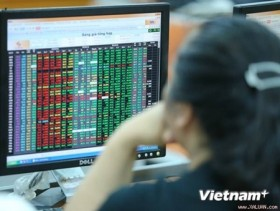 VN stocks plunge at steeper rates