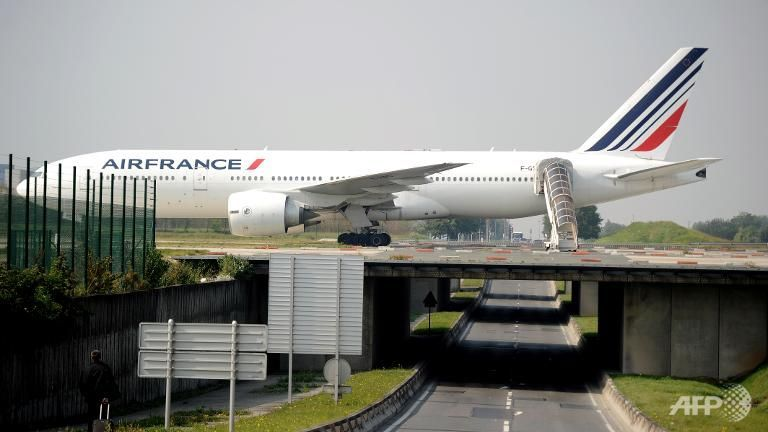 norway bound air france returns to paris after captain falls ill
