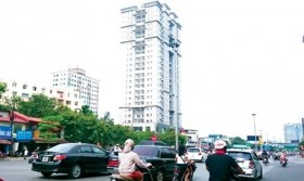 Deserted buildings and cramped lodgings: Hà Nội's housing paradox