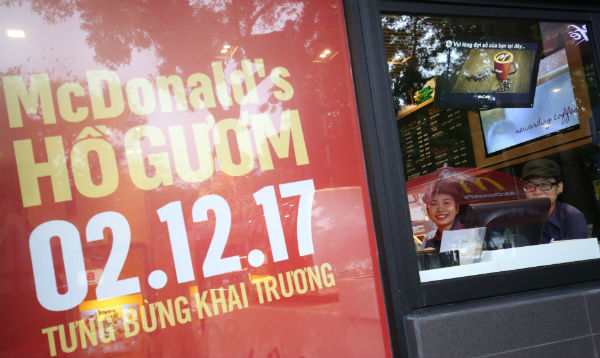 McDonald's opens first restaurant in Hanoi