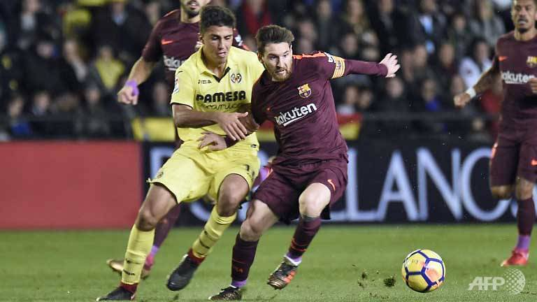 suarez messi maintain barcas la liga lead