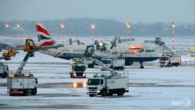 Heavy snow causes travel mayhem in northern Europe