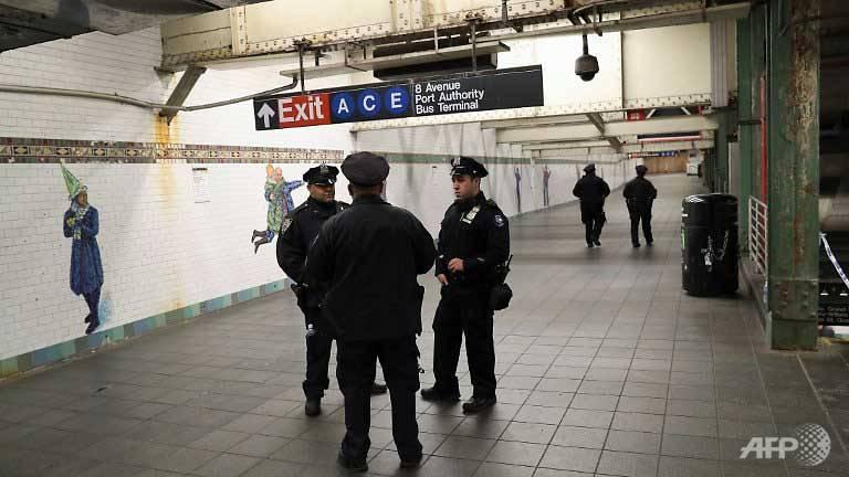 'Terror' bomber strikes New York subway, 3 hurt