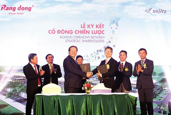 japans plastics giants partner with local firms