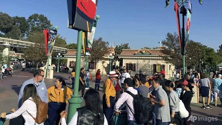 blackout prompts evacuations at disneyland california