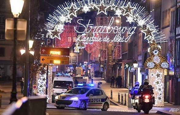 4 dead in strasbourg christmas market shooting gunman on the run