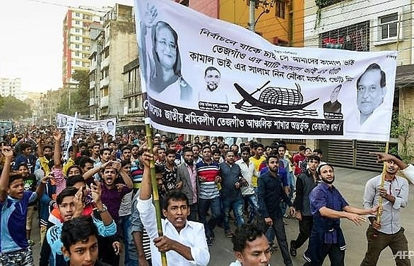 nearly 100 injured in bangladesh poll campaign violence