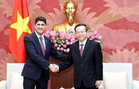 na vice chairman receives coca cola vietnam ceo