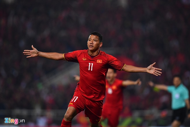 vietnam win aff suzuki cup as anh duc nguyen volley downs malaysia