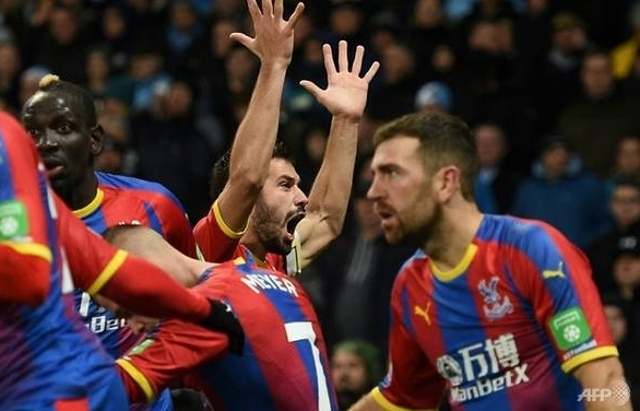 man city upset by crystal palace arsenal pounce on chelsea defeat