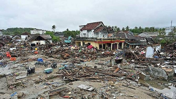 prayers fear in tsunami struck indonesian towns as toll tops 400