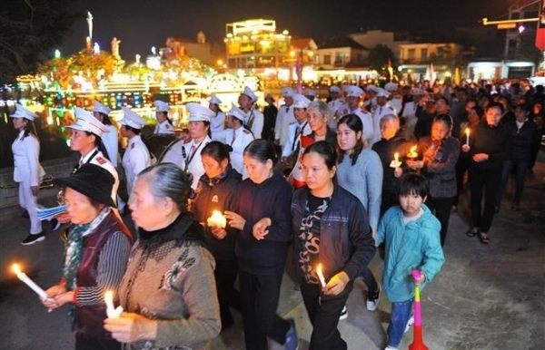 christmas atmosphere overwhelms every corner of vietnam
