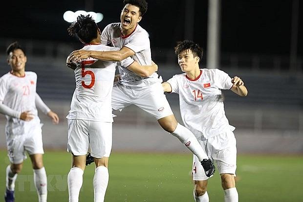 sea games 30 vietnam beat singapore 1 0 remain atop group b