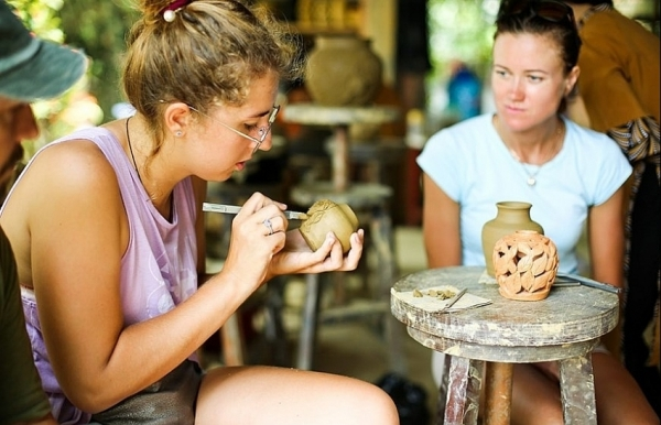 visiting 500 year old pottery making village of thanh ha