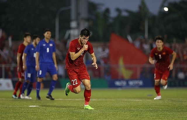 vietnam roar back to reach sea games semi final
