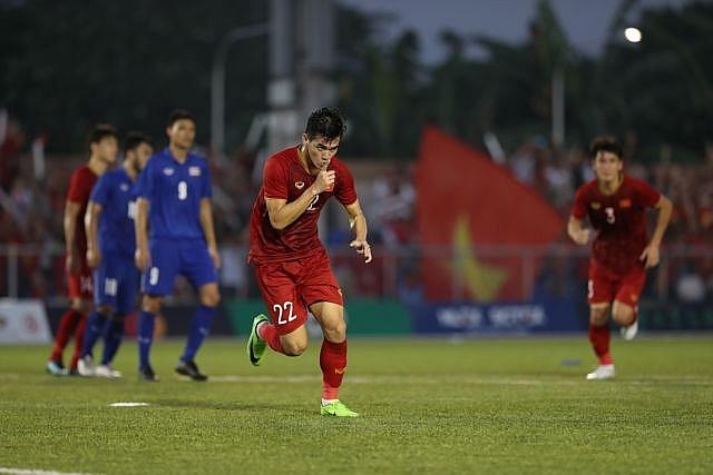 vietnam roar back to reach sea games semi final
