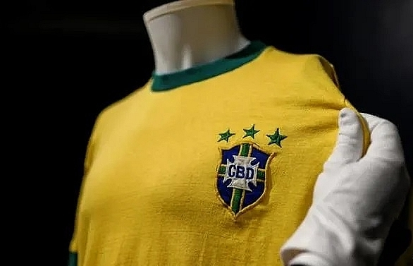 peles last brazil jersey sells for 30000 euros in italy