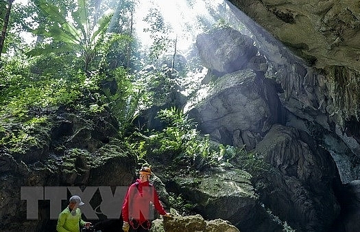 private company granted exclusive rights to son doong tours