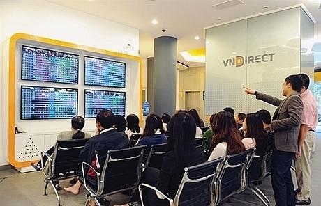 vn stocks decline as market sentiment remains poor