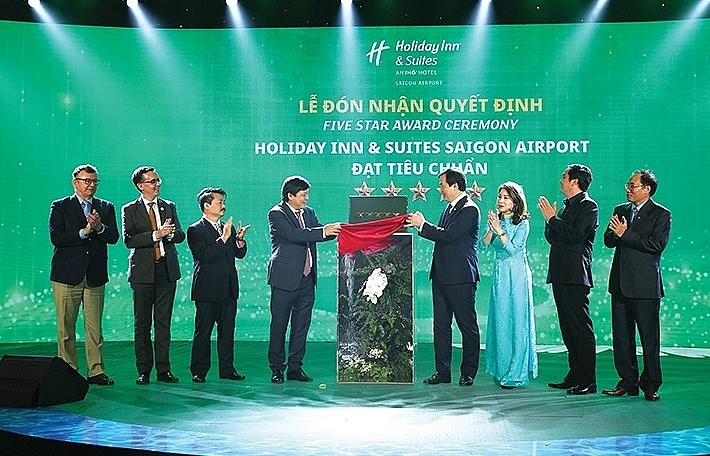 first holiday inn suites in vietnam gets five stars