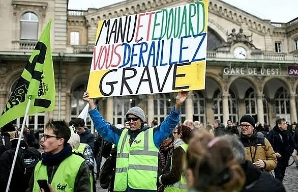 french government unions exchange barbs in strike deadlock