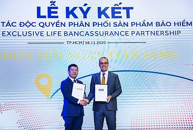 sun life vietnam and acb announce 15 year exclusive bancassurance partnership in vietnam