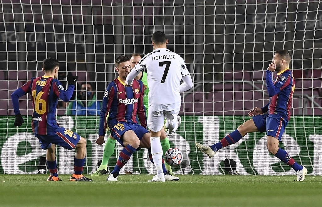 ronaldo scores twice as juve crush messis troubled barcelona