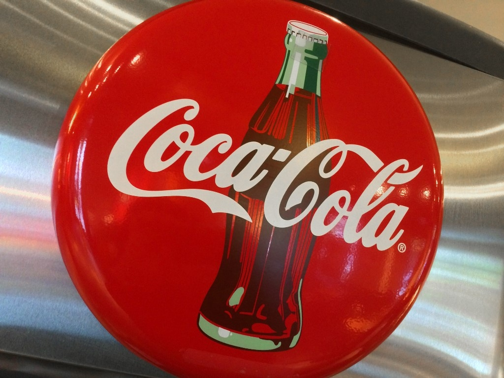 coca cola to cut 2200 jobs globally