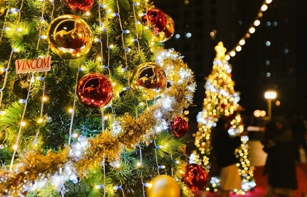 giant christmas trees in capital city photos