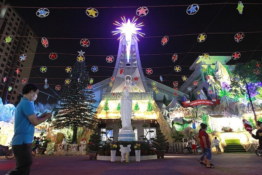 cities provinces bustling in christmas atmosphere