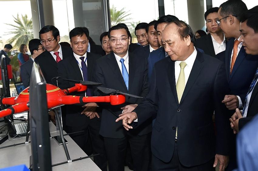 prime minister visits hoa lac hi tech park