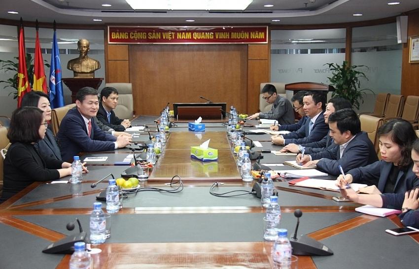 taekwang looks for strategic stake in pv power