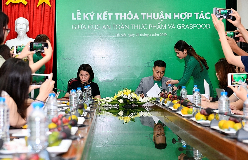 grab accompanies ministry of health to improve food safety awareness