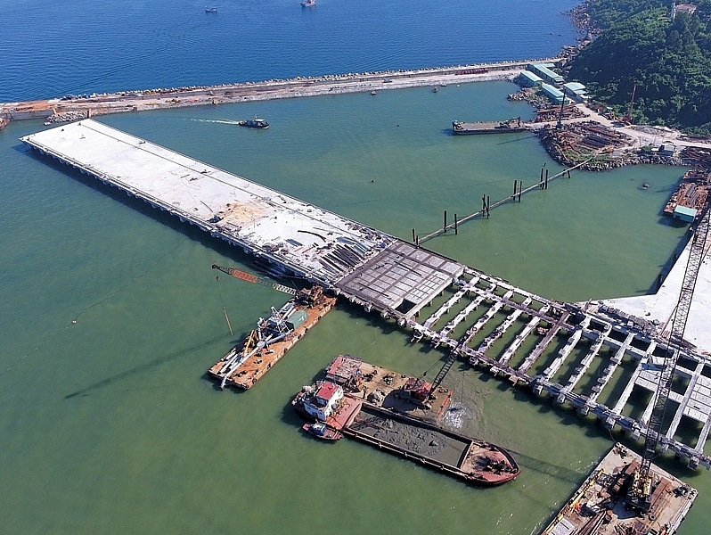 danang sounds horn for investors in lien chieu port infrastructure